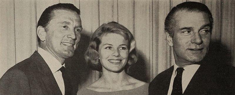 File:Kirk Douglas, Sabine Bethmann, and Sir Laurence ...
