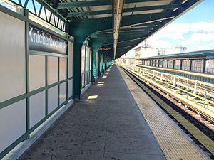 Knickerbocker Avenue (BMT Myrtle Avenue Line) - Metropolitan Avenue bound platform