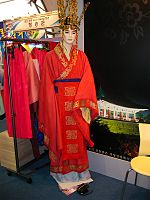 Korea-Gyeongju-Queen's hanbok during the Silla kingdom-02.jpg