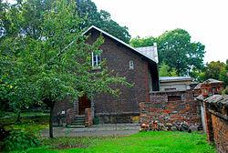 Kozielska cmentarz żydowski budynek bractwa pogrzebowego 2 ID 640212.JPG