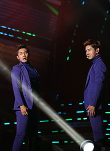 U-Know Yunho dan Max Changmin saat tampil di K-Pop World Festival, November 2012