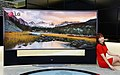 LG전자-LG디스플레이, 세계최초 '105형 곡면 울트라HD TV' 공개.jpg