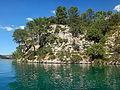 Lac-d-esparron-falaises.JPG