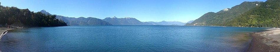 תמונת פנרומה של האגם.
