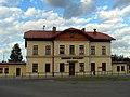 Leżajsk - budynek dworca kolejowego i MCK (3).jpg