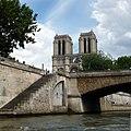 Le petit Pont. Пти Пон – самый короткий мост в Париже - panoramio.jpg