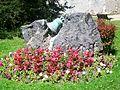 Liancourt (60), vieille cloche comme monument dans le parc de la mairie.jpg
