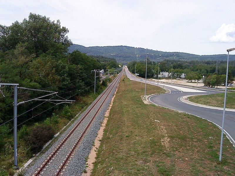 Vue depuis le pont-route remplaçant la PN37 de la ligne du Haut-Bugey, dans le sens Bellegarde-Bourg