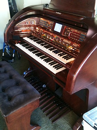 Lowrey organ - A Lowrey Royale SU500 / Palladium 630 organ (high end model)