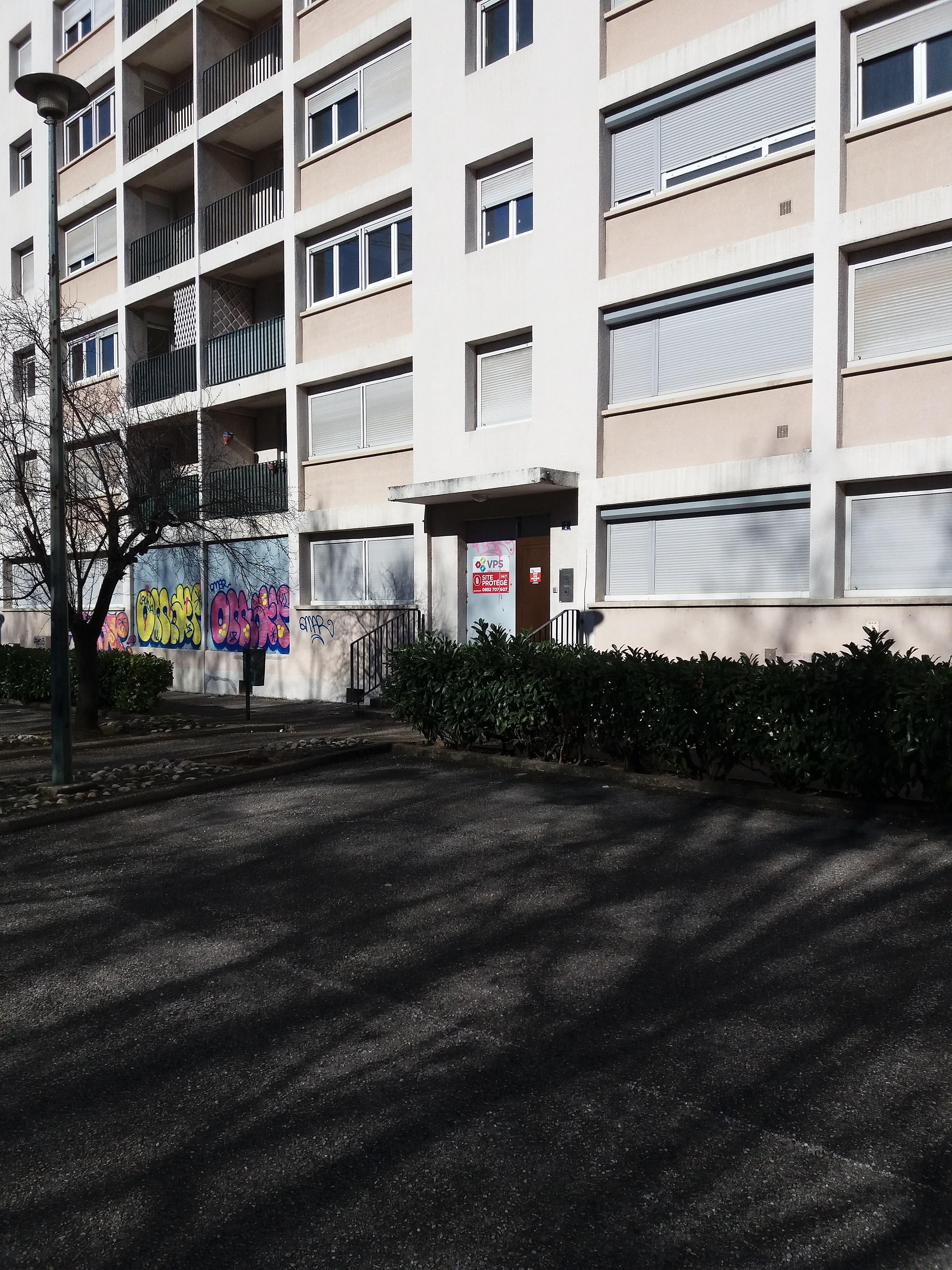 File:Lyon 2e - Cours Suchet, logements des numéros 5 à 9bis, entrée