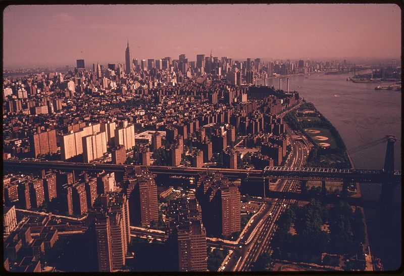 File:MANHATTAN, NEW YORK AND THE EAST RIVER. TRANSPORTATION IN AN URBAN AND INDUSTRIAL AREA LIKE NEW YORK PRODUCES... - NARA - 555734.jpg