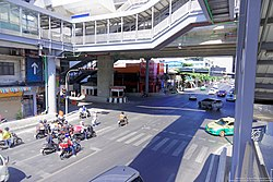 MRT Bang Pho - Pracha Rat intersection.jpg