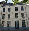 Deel van de voormalige Refugie van Hocht, aan de straatzijde voorzien van een gepleisterde lijstgevel.