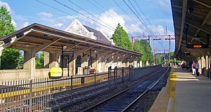 Madison station (NJ Transit) - View east from south (eastbound) platform