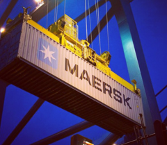 https://upload.wikimedia.org/wikipedia/commons/thumb/3/31/Maersk_container_2.png/240px-Maersk_container_2.png