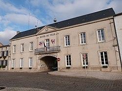 Mairie de Lussac-les-Châteaux.jpg