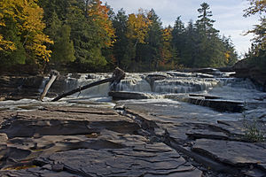 English: Manido Falls on the Presque Isle Rive...