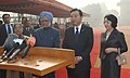 Manmohan Singh and the Prime Minister of Japan, Mr. Yoshihiko Noda interacting with the media, at the ceremonial reception, at Rashtrapati Bhavan, in New Delhi. Smt. Gursharan Kaur and Mrs. Hitomi Noda are also seen.jpg