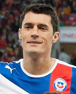 Marcos González Footballteam of Chile - Spain vs. Chile, 10th September 2013 (cropped).jpg