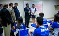 Marcos Jorge com alunos do SENAI.jpg