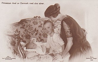 Prince George Valdemar of Denmark - Prince George Valdemar with her mother and little brother, 1922
