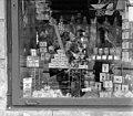 Margit körút (Mártírok útja) 91., közért kirakata, Budapest 1960 - Fortepan 104324.jpg