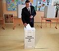 Maroš Šefčovič hlasuje v hlasuje v II. kole prezidentských volieb.jpg