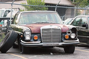English: Mercedes-Benz 280 SE found in a salva...