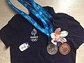 Medaille cynthia anais et houry benjamin son ostéopathe - paris 12 ème osteo sportif athletisme course meilleure championne equipe de france.jpg