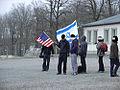 Menschen mit US- und Israel-Flagge.jpg