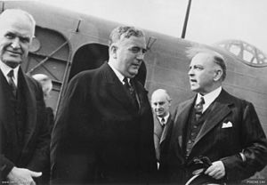 William Glasgow (general) - Glasgow (left) greets Robert Menzies (centre) with Canada's Prime Minister William Mackenzie King (right) on his arrival in Ottawa, Canada, in May 1941