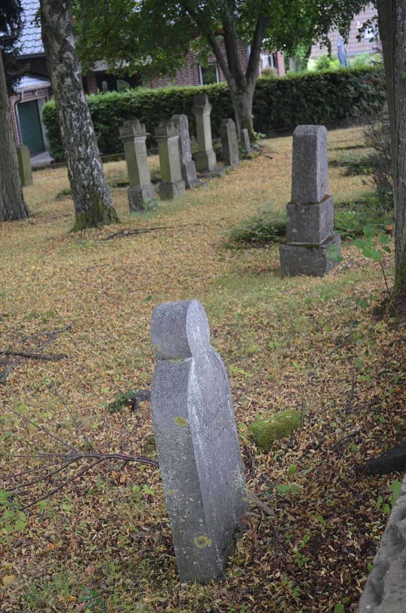 Meudt, Jüdischer Friedhof (2).JPG