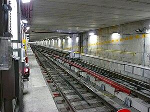 Milan Metro Line 1 - Image: Milan Metro Line 1 4rail track