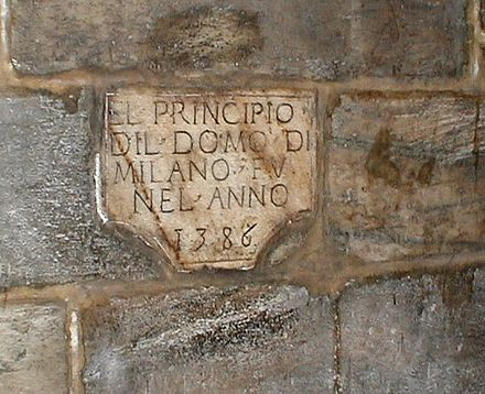 Plate celebrating the laying of the first stone in 1386. Milano Duomo Interno 1.jpg
