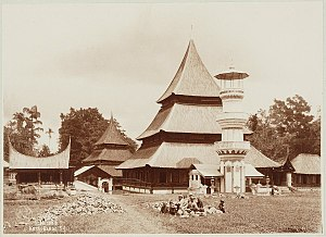 Minangkabau Highlands -  Minangkabau mosque circa 1892-1905 photographed by Christiaan Benjamin Nieuwenhuis