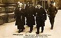 Ministerpräsident Kurt Eisner mit Frau und Minister Unterleitner, 1919.jpg
