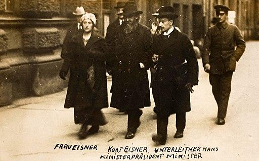 Ministerpräsident Kurt Eisner mit Frau und Minister Unterleitner, 1919