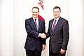 Ministru prezidents Valdis Dombrovskis tiekas ar Polijas ārlietu ministru Radoslavu Sikorski (8470089309).jpg