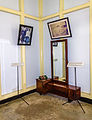 Mirror and other objects, Exile House of Sukarno, Bengkulu 2015-04-19.jpg
