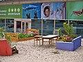 Mobles com a jardineres a l'exterior del Världskulturmuseet II.JPG
