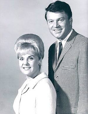 Molly Bee - Molly Bee and Rusty Draper as hosts of the television program Swingin' Country