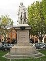 Monumento Alfieri con platani.jpg