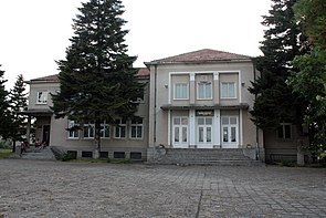Municipality-house-and-chitalishte-in-Plakovo.jpg