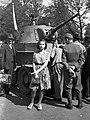 Női portré és BT-7 közepes harckocsi az 1942. évi Nemzetközi Vásáron. Fortepan 54203.jpg