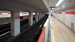 Nakano-fujimichō Station - Image: Nakano fumijicho Station platform 2 20131116