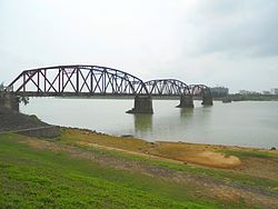 Nandu River Iron Bridge - viewed from the eastern shore - 03.jpg