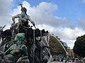 Neptunbrunnen 056.jpg