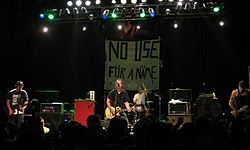 I No Use for a Name in concerto a San Diego, California, nel 2012. Da sinistra, il chitarrista Chris Rest, il cantante e chitarrista Tony Sly, il batterista Boz Rivera ed il bassista Matt Riddle.