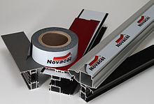 Novacel 4233: Black/white adhesive film, 70µm, for the protection of aluminium profiles, lacquered or not, 6-months outdoor resistance