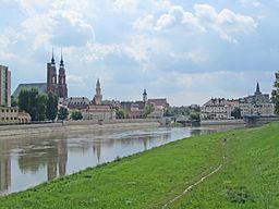 Panorama over floden Oder i Opole.   Længst til højre vojvodembedet og Piasttårnet.